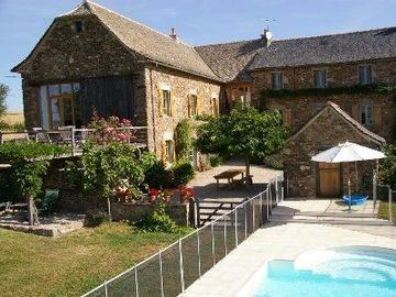 Charming, Renovated Farmhouse And Barn, Panoramic Views, Private Enclosed Pool