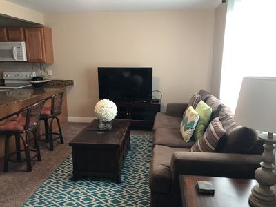 Beautiful fully furnished condo, 2 pools. Walk to the beach and to the casinos!