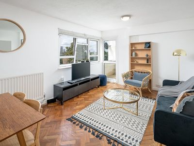 Photo for 3 bed stylish Stockwell apartment