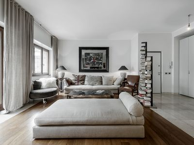 Photo for Elegant, spacious and refined four-room apartment perfect to visit Milan