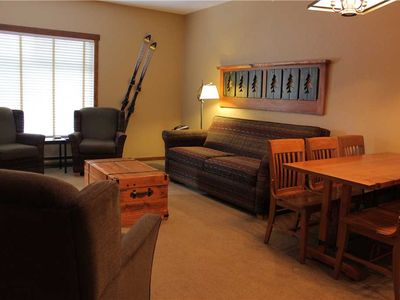Photo for Top floor ski in/ski out with kitchen, wifi, outdoor hot tub and pool, below the Elk chair: 411