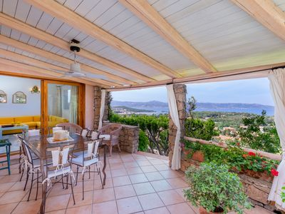 Photo for Quiet Holiday Home Le Capannelle with Wi-Fi, Air Conditioning, Garden & Terrace; Parking Available