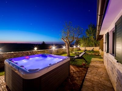 Photo for This 2-bedroom villa for up to 6 guests is located in Kanfanar and has a private swimming pool, air-