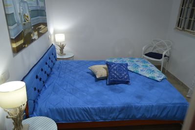 Sleeping room with double king size bed and a second balcony