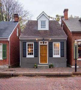 The Main Street Guest House located right on the cobblestone streets of Historic St. Charles, MO