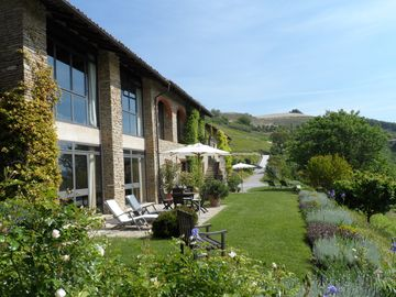 Peace and pleasure - Exquisite design & equipment - in the wine / gourmet region