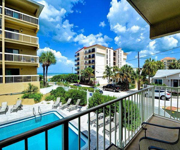 Villas Of Clearwater Beach 1B Overlooking The Pool With