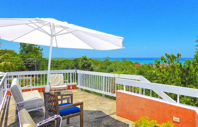 Photo for Cook & Staff, Pool, 500m to Beach, 3 Beds, 2 Bdrms, (HTV236)