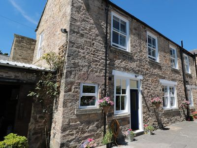 Photo for THE BACK HOUSE, pet friendly, with open fire in Staindrop, Ref 981909