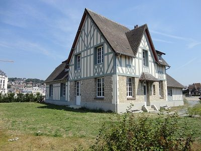 Photo for Villa Le Phare offers a beautiful sea view and the port of Deauville.