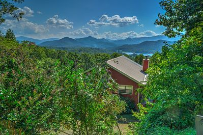 Boasting views of the Blue Ridge Mountains, 'Frog Leap' is the perfect place.