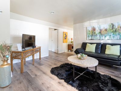 Photo for SPACIOUS & BRIGHT 1 BR APARTMENT