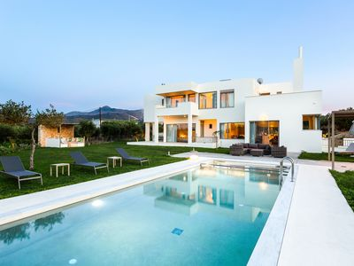 Photo for Luxury Villa Mia★Heated Pool★2 km to the Beach★Childrens Play Area! Near City.