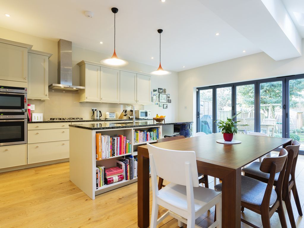 Stylish and homely 4 bed property moments from lush Gunnersbury Park (Veeve)