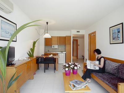 Photo for Apartment Golf Beach Aparthotel tipo D in Pals - 5 persons, 1 bedrooms