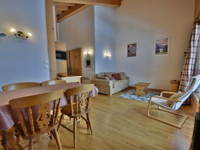 Photo for Cosy 2 bed apt for 4 next to the pistes!