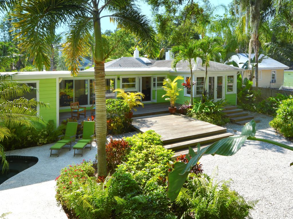 NEW: Serenity Retreat: A hideaway with tropical garden within ...