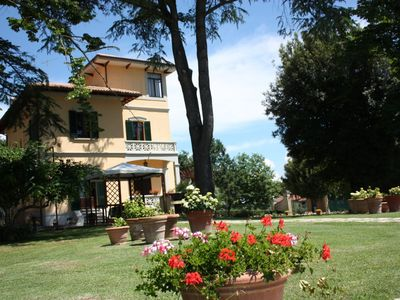 Photo for Villa Del Vado is located in Valdichiana, near Monte San Savino, just 12 km from Arezzo, 65 km from Siena and 75 km from Florence. The villa is located in a beautiful position with panoramic views of the surrounding valley, surrounded by orchards.