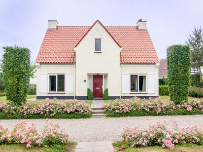Photo for 10-person villa in the holiday park Landal Kasteeldomein De Cauberg - in the mountains/rolling countryside