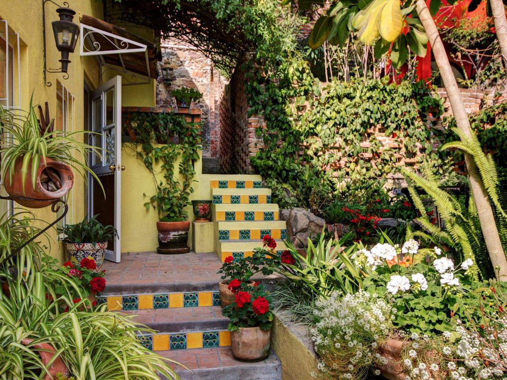 Gardens On Rooftop 2 Patios Updated Kitchen Bd Bath Mexican Style Casa