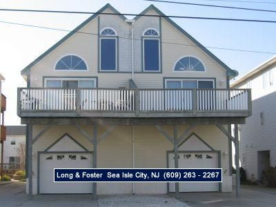 Photo for Beachblock twin! Close to one of Sea Isle's best beaches. Garage, off street parking and outside shower.