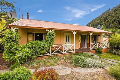 Central Peach - Queenstown Holiday Home