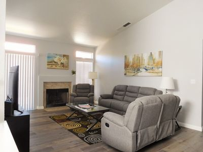 Elegant New Remodel VH with 4 Bedrooms close to Strip