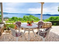 great terrace with wonderful sea view, very quiet and comfortable