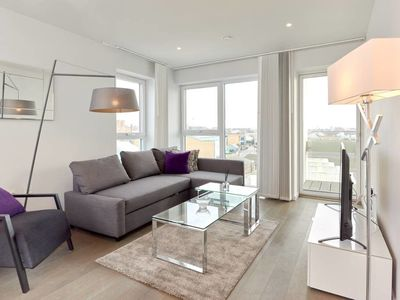 Photo for Bright and Modern 2Bed w/Balcony in Kings Cross