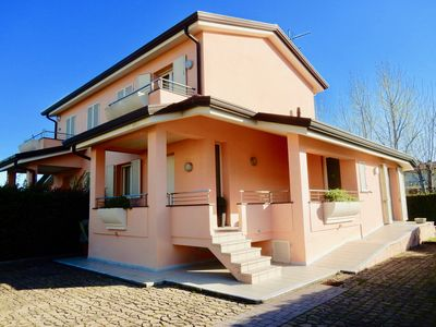 Photo for Lovely villa for 7 people close to the beaches, at 20 min from Lucca and Pisa.