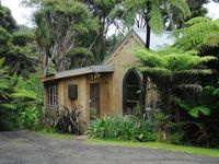 Rustic Kiwi Paradise set in Native Bush