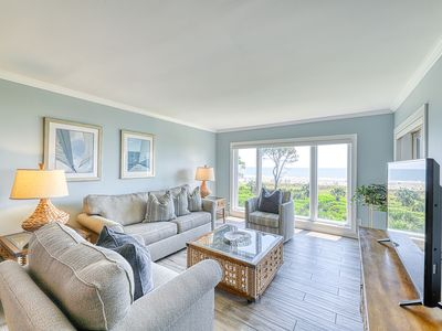 Photo for Oceanfront condo with views of the beach and access to a shared pool/hot tub!