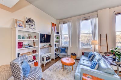 Welcome to the Metropolitan Suite Tastefully decorated, your home away from home