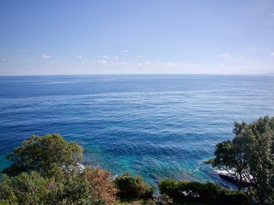 Photo for Beachfront villa ideal for family or friends. Private access to the sea!