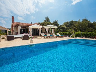 Photo for This 4-bedroom villa for up to 11 guests is located in Supetar and has a private swimming pool, air-