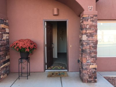 Photo for Luxury Townhouse with 4K TV 1 Gig Internet pool/spa near Grand Canyon,Bryce,Zion