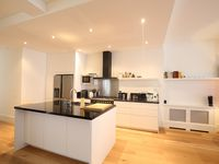 Great location, nice contemporary property, clean, great host, great time in Den Hague.
