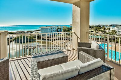 San Remo 402 all new balcony furniture - Your Friend at the Beach has put all new balcony furniture on San Remo 402's spacious balcony. Cushioned conversation area perfect for sunsets and sunrises.