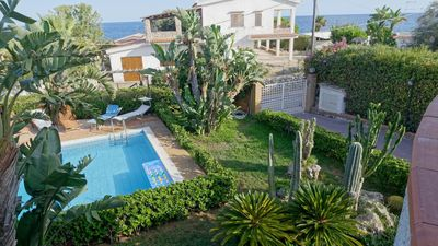 Photo for Villa with swimming pool at 50 mt. from the sea, 10/12 beds, with private parking.