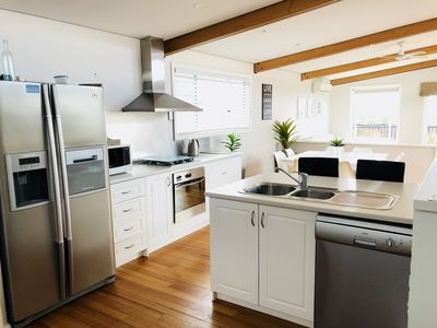 Fully equipped kitchen-Fridge freezer, oven, gas cooktop, dishwasher & microwave