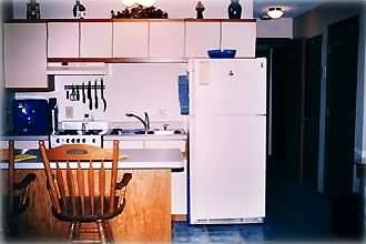 Fully equiped kitchen with breakfast bar.