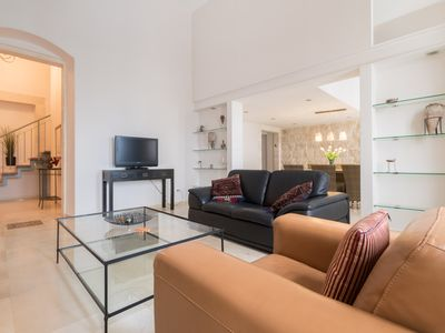 BEAUTIFUL NEW AUTHENTIC STYLE DUPLEX NEAR MAMILLA