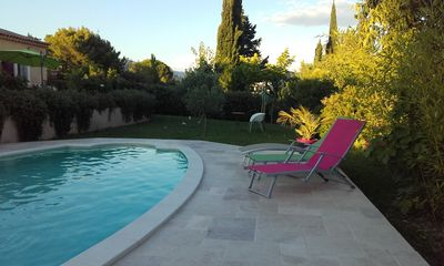 Photo for Villa with swimming pool and air conditioning in the heart of the luberon