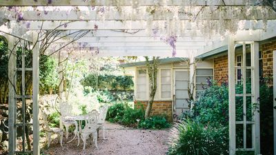 Photo for 2BR Cottage Vacation Rental in Eagle Heights, QLD