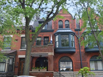 Luxury, spacious first floor brownstone in east Lincoln Park