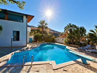 Photo for Equipped villa with private pool and panoramic sea views