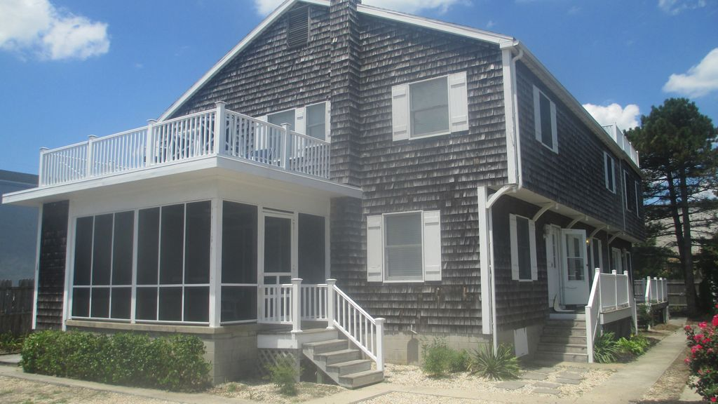 Oceanside multi family reunions and homeaway dewey for Multi family beach house rentals