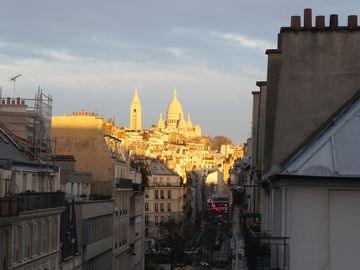 charming artist studio, very clear, views over roofs to Montmartre