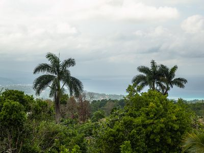 Beautiful 2 Bedroom Villa In The Hills With Stunning Ocean Views Of Ocho Rios .
