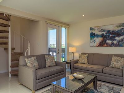 Photo for Time to feel revitalized! Close to beach & pool in beautiful beachfront resort